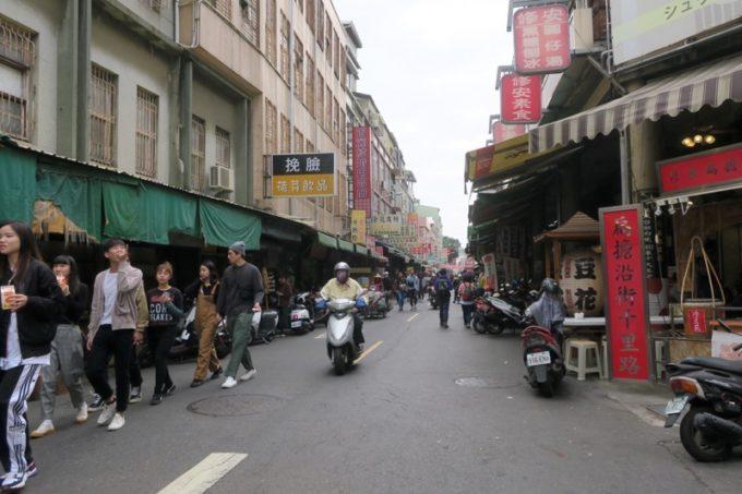 台湾・台南「鴨母寮市場」から歩いて向かった永楽市場の様子