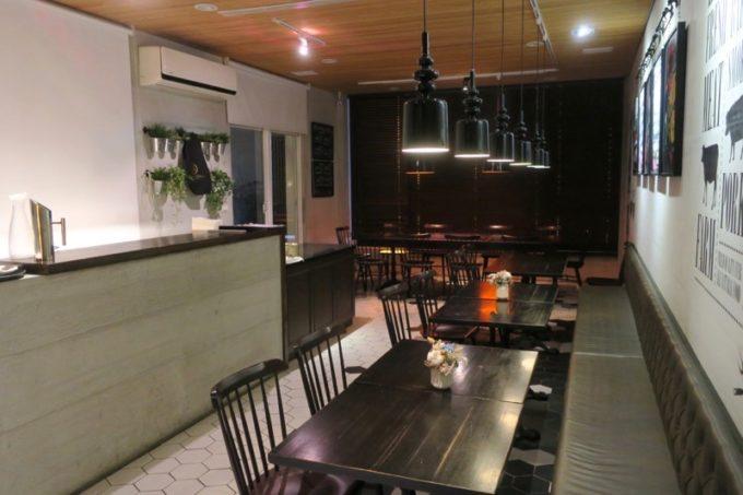 台湾・高雄「掌門精釀啤酒 高雄chacha店」2階レストランフロア。