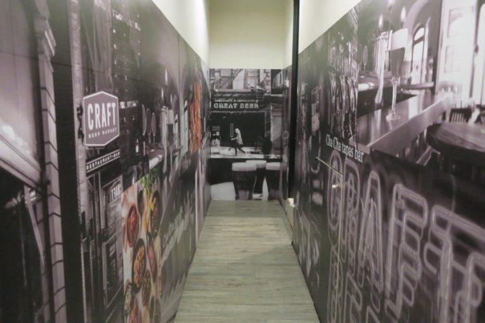 台湾・高雄「掌門精釀啤酒 高雄chacha店」トイレ周辺もスタイリッシュ。