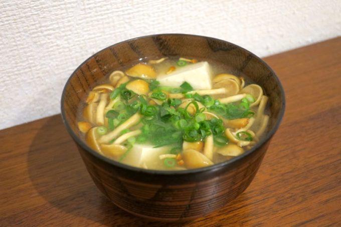 池田屋豆腐(池田食品)の島豆腐で作ったなめこと豆腐の味噌汁。
