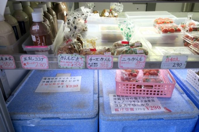 池田屋豆腐(池田食品)の移動販売車で売られている豆乳・がんも各種・白和えなど。