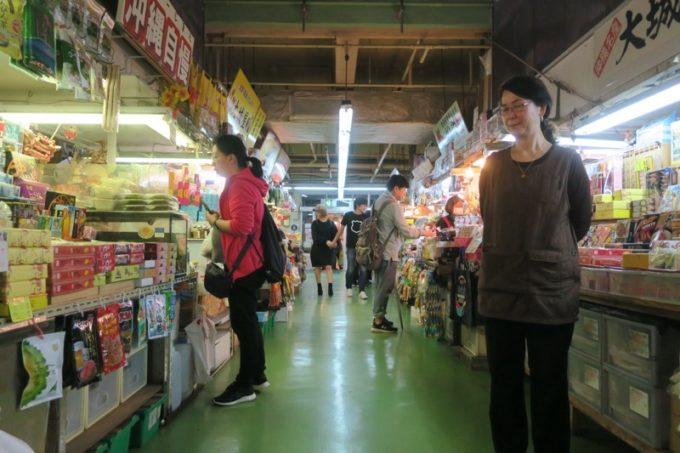 2019年6月16日で一時閉鎖する、那覇・牧志公設市場1階の様子(通路その3)