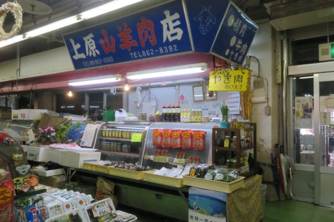 2019年6月16日で一時閉鎖する、那覇・牧志公設市場1階の様子(上原山羊肉店)