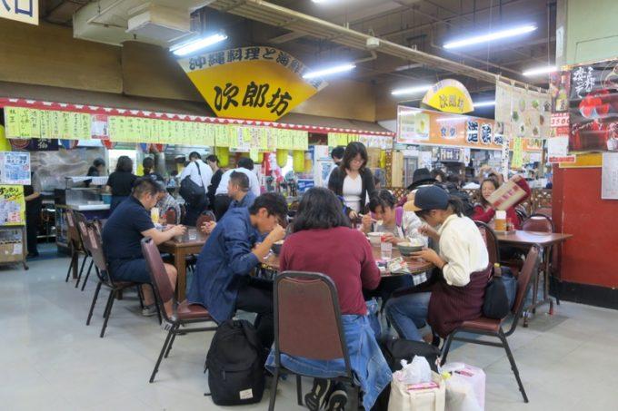 2019年6月16日で一時閉鎖する、那覇・牧志公設市場2階にある食堂の様子(次郎坊)