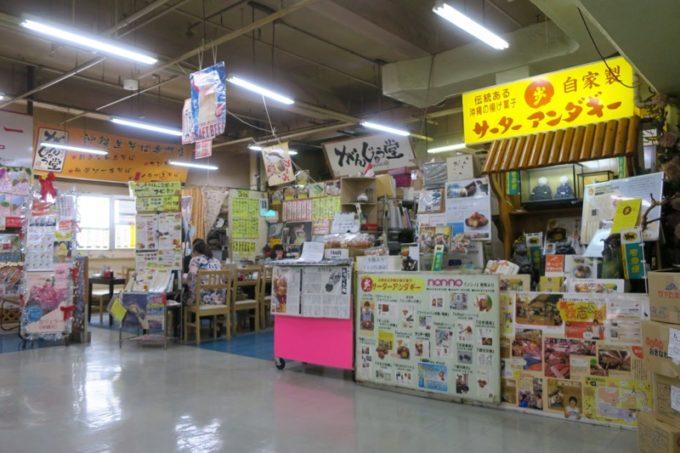 2019年6月16日で一時閉鎖する、那覇・牧志公設市場2階にある食堂の様子(がんじゅう堂と歩のサーターアンダギー)