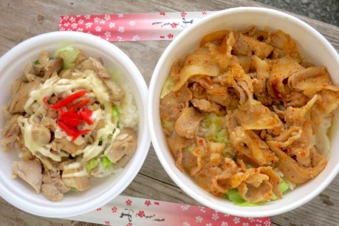 沖縄・宜野座「パーラーぎのざ」の鳥谷丼(300円)と、能見のキムチ丼(500円)を食べた。