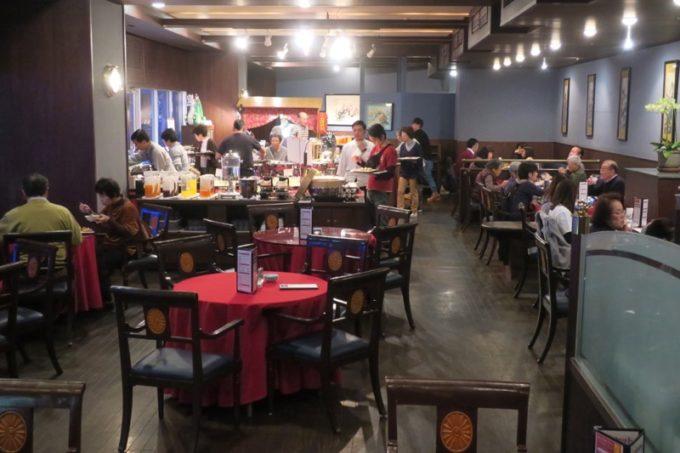 リザンシーパークホテル谷茶ベイ「飲茶&広東料理 マンダリンコート」の客席の様子(ビュッフェ側)