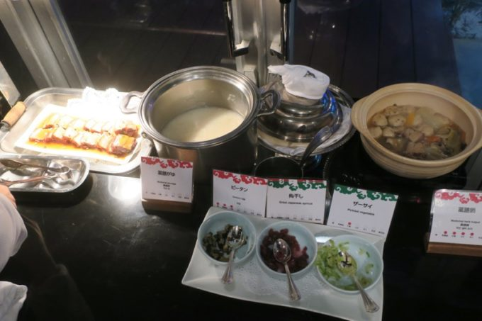 リザンシーパークホテル谷茶ベイ「飲茶&広東料理 マンダリンコート」のディナーバイキング(お粥コーナー)