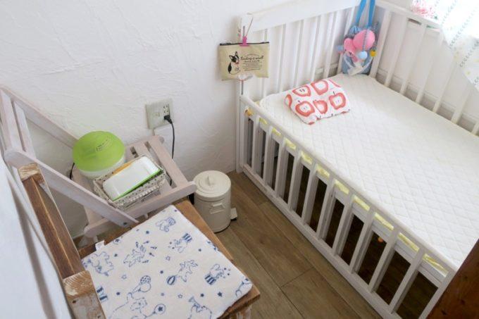 西原「島とうふ専門Cafe ソイラボ」の授乳室にはベビーベッドやおしりふきなどが完備。
