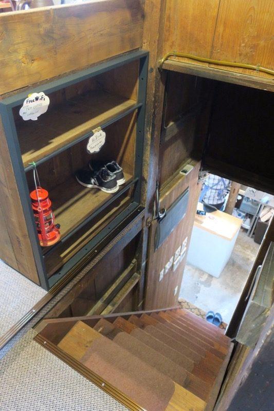 那覇・牧志「T&M COFFEE(ティーアンドエムコーヒー)」は古民家を使ったカフェで2階席がある。
