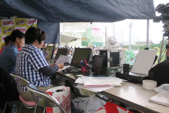 阪神タイガースの宜野座キャンプ(プロ野球春季キャンプ2019)の放送関係者席。