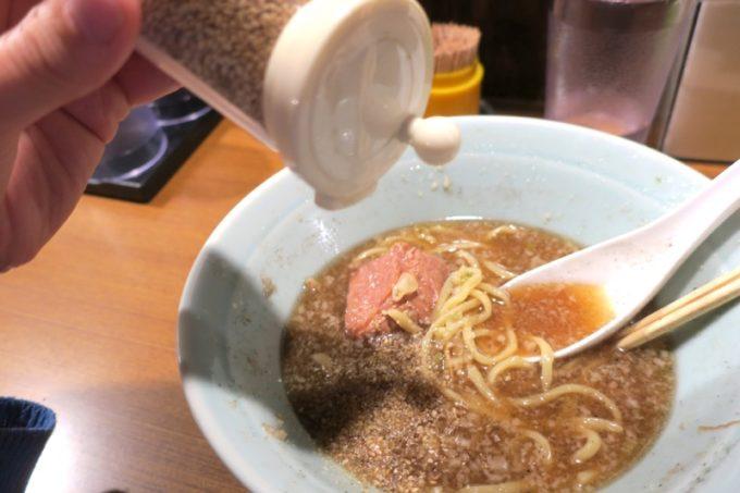 那覇・松山「丸麺屋製作所」すりごまをたっぷり入れて味変を楽しむ