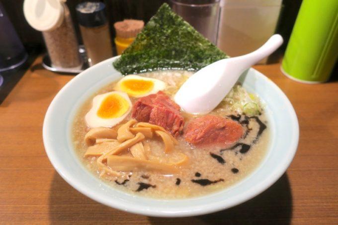 那覇・松山「丸麺屋製作所」豚骨醤油ら〜麺スペシャル(850円)を食べた