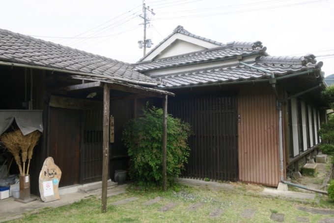 鹿児島・薩摩川内は入来麓武家屋敷群にある「武家茶房Monjo(もんじょ)」の外観。