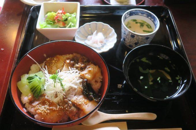 鹿児島・薩摩川内は入来麓武家屋敷群にある「武家茶房Monjo(もんじょ)」で食べた、せごどんぶい(1050円)は1日15食限定。