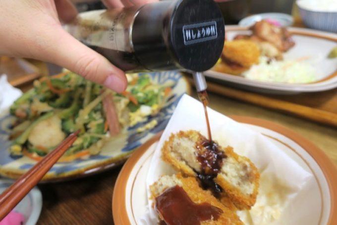 那覇・首里「ななほし食堂」コロッケにはソースも合うし、醤油も好き。