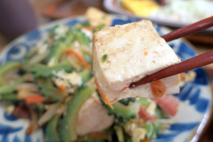 那覇・首里「ななほし食堂」ゴーヤーちゃんぷる〜の大きな島豆腐が嬉しい。