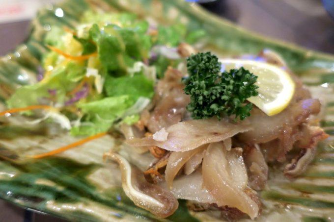 恩納村「三線の花」自家製チラガー炙り(630円)