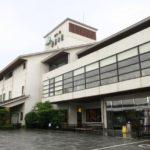 宮崎・綾町にある雲海酒造の直営宿「酒泉の杜 綾陽亭」の外観。