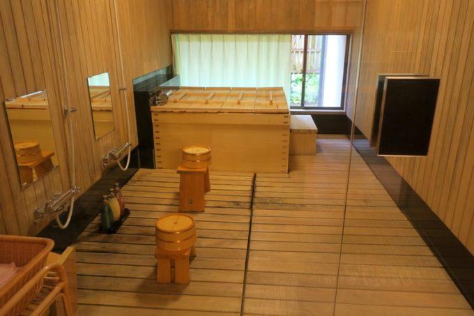 宮崎・綾町「酒泉の杜 綾陽亭」離れの広いお風呂。