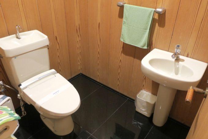 宮崎・綾町「酒泉の杜 綾陽亭」離れのトイレ。