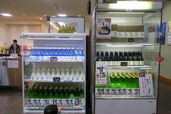 宮崎・綾町「酒泉の杜」の売店・杜の酒蔵の要冷蔵の日本酒コーナー。