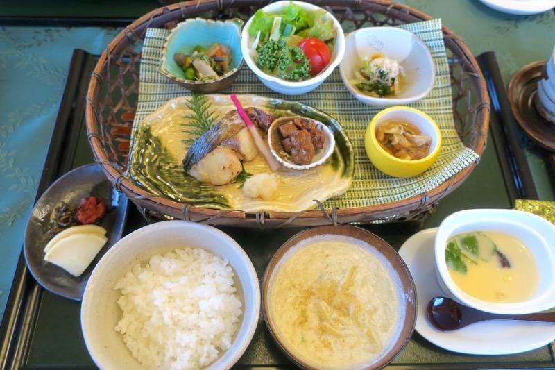 宮崎・綾町「酒泉の杜 照葉庵」の朝食がすごい。