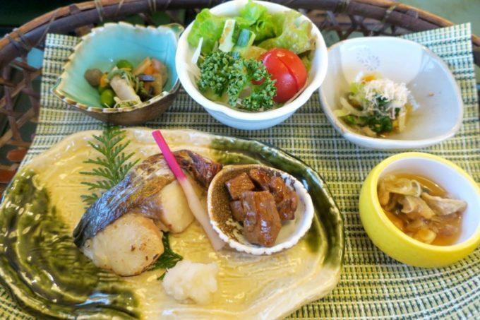 宮崎・綾町「酒泉の杜 照葉庵」で食べた朝食のおかず。