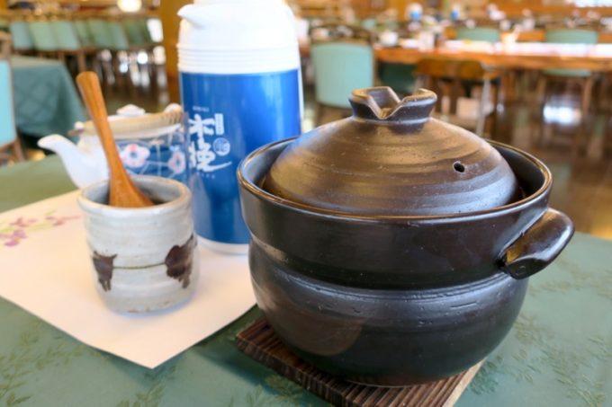 宮崎・綾町「酒泉の杜 照葉庵」のご飯は土鍋で炊かれた宮崎県産米。