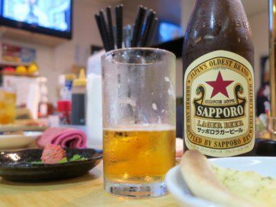 那覇・牧志「酔処 玉川(よいしょ たまりば)」サッポロビールのサッポロラガー(通称:赤星、600円)もウマい