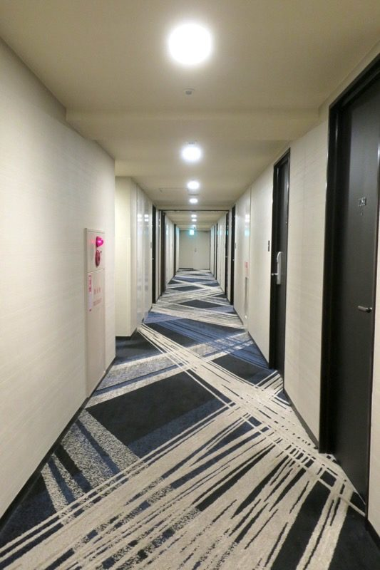 熊本「ANAクラウンプラザホテル熊本ニュースカイ」の客室廊下。