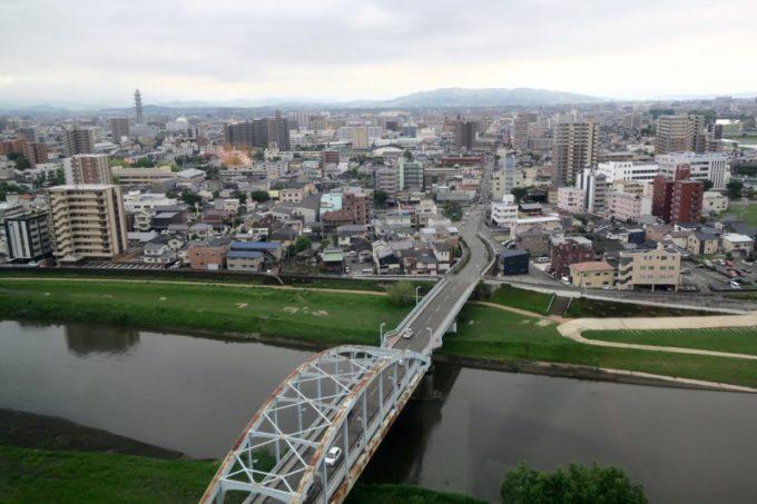 熊本「ANAクラウンプラザホテル熊本ニュースカイ」の客室からの眺め(白川と熊本市内、日中その1)