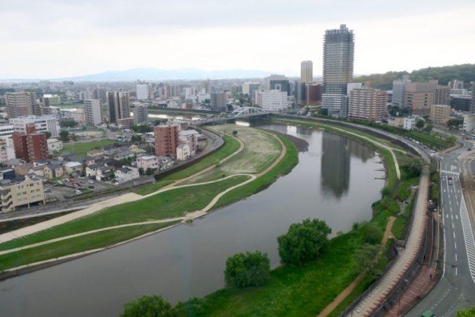 熊本「ANAクラウンプラザホテル熊本ニュースカイ」の客室からの眺め(白川と熊本市内、日中その2)
