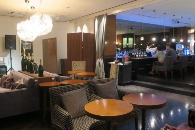 熊本「ANAクラウンプラザホテル熊本ニュースカイ」バーラウンジ、フェリーチェの様子