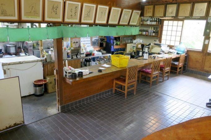 宮崎・都城「ふれあいの里 梅北本店」の調理場とカウンター席