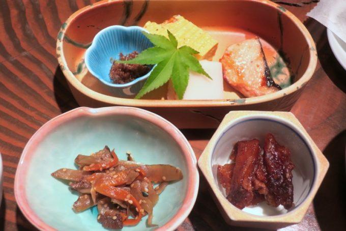 宮崎「極楽温泉 匠の宿」山水で食べた朝食のおかず。