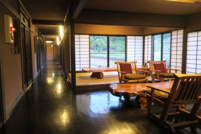 宮崎「極楽温泉 匠の宿」客間側にあるロビー