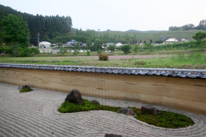 宮崎「極楽温泉 匠の宿」客間ロビーからの外の眺め