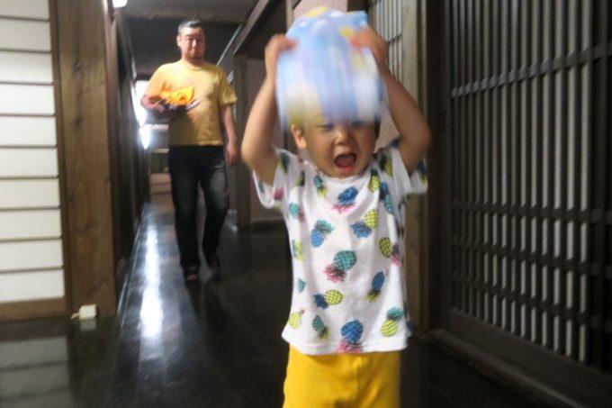 宮崎「極楽温泉 匠の宿」浴衣を喜ぶお子サマー。