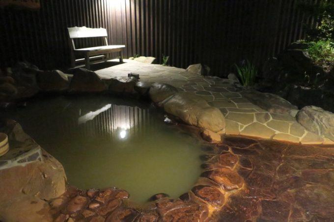 宮崎「極楽温泉 匠の宿」の露天風呂。