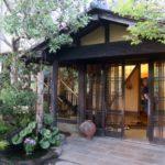 宮崎「極楽温泉 匠の宿」の玄関。