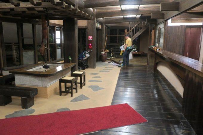 宮崎「極楽温泉 匠の宿」フロントとロビー