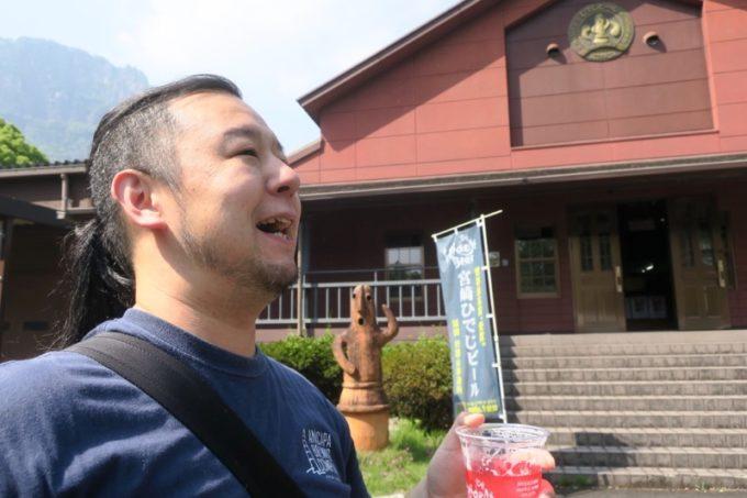 「宮崎ひでじビール」のゴールデンウィークBBQビアテラスでビールを飲み、プハーッ!と一息つくご主人サマー