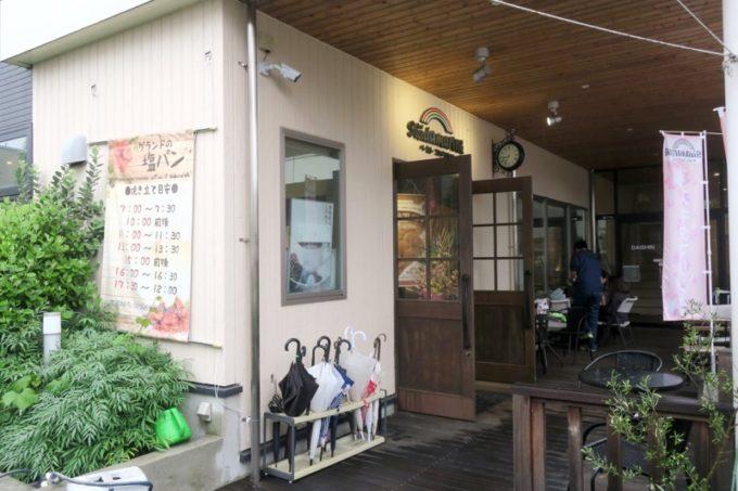 熊本・東区健軍にある人気のパン屋さん「スキダマリンク」の外観。