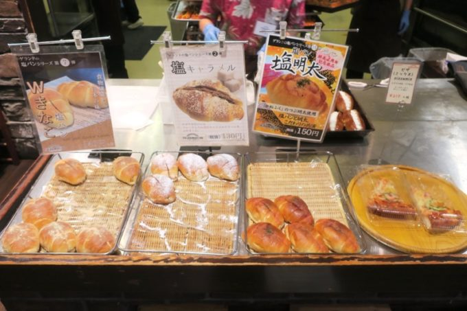 熊本・東区健軍のベーカリー「スキダマリンク」塩パンのハイブリッド品(塩明太、Wきなこ)や塩キャラメルなども。