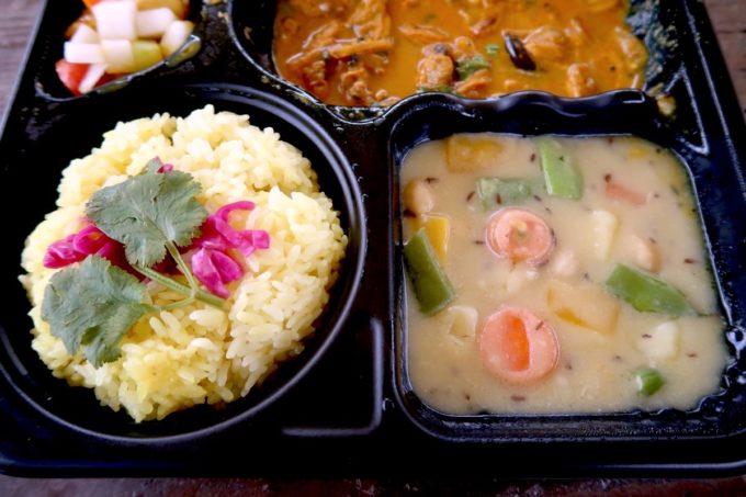 沖縄市・パルミラ通り「スパイスカレーパルミラ(SPICECURRY PALMYRA)」テイクアウトカレーの旬の野菜カレー(ポテトココナツミルクポタージュ)