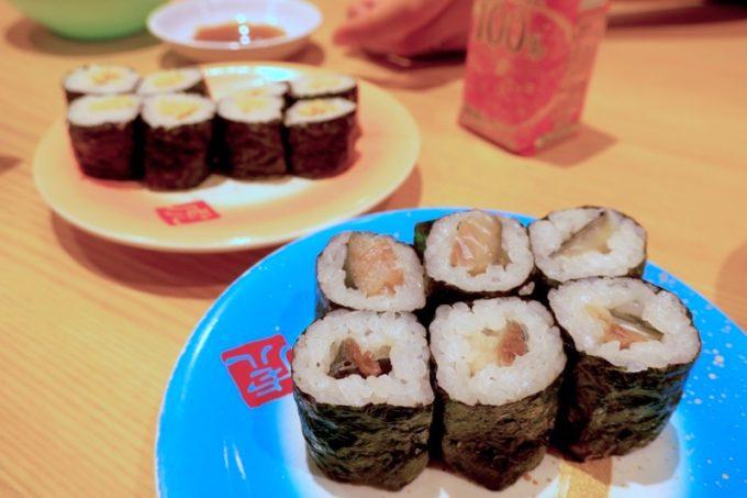宮崎「寿司虎」さば鉄火巻き(150円)とお子様納豆巻(120円)