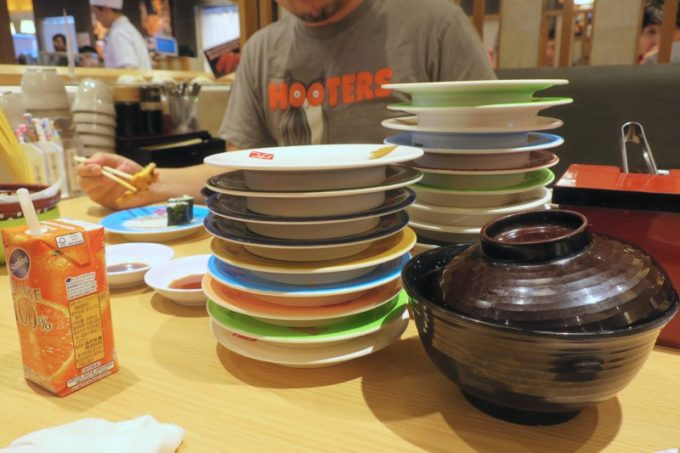 宮崎「寿司虎」新別府本店で食べたお皿の山。