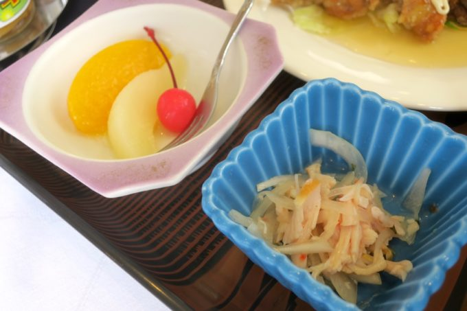 那覇・久米「レストラン アレグリア」定食についてきたデザートと切り干し大根。