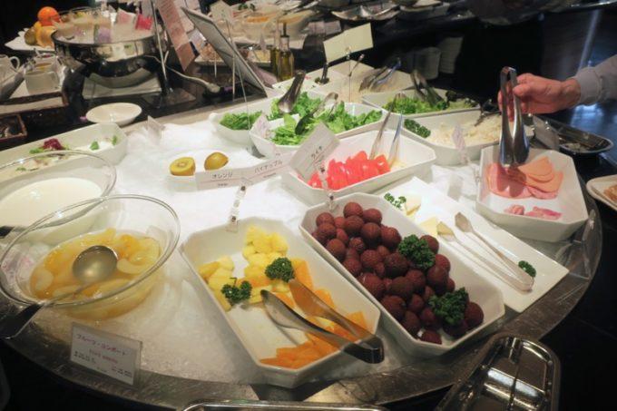 ANAクラウンプラザホテル熊本ニュースカイの朝食会場「サンシエロ」のフルーツ類